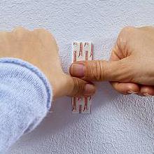 fijar tira adhesiva