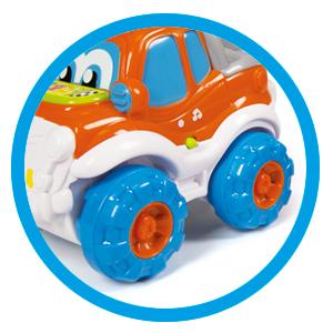 Es un juego ideal, gracias a las ruedas antideslizantes, y un motor que reproduce los sonidos de un coche de verdad. Gipy ayudará a los niños a desarrollar ...