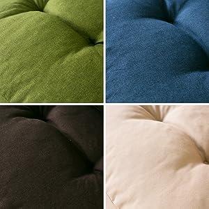 サラリとした素材と合せやすいカラー