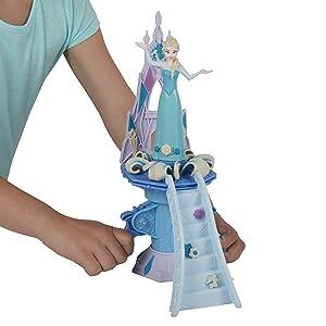 Criança mostrando a Elsa e seu palácio