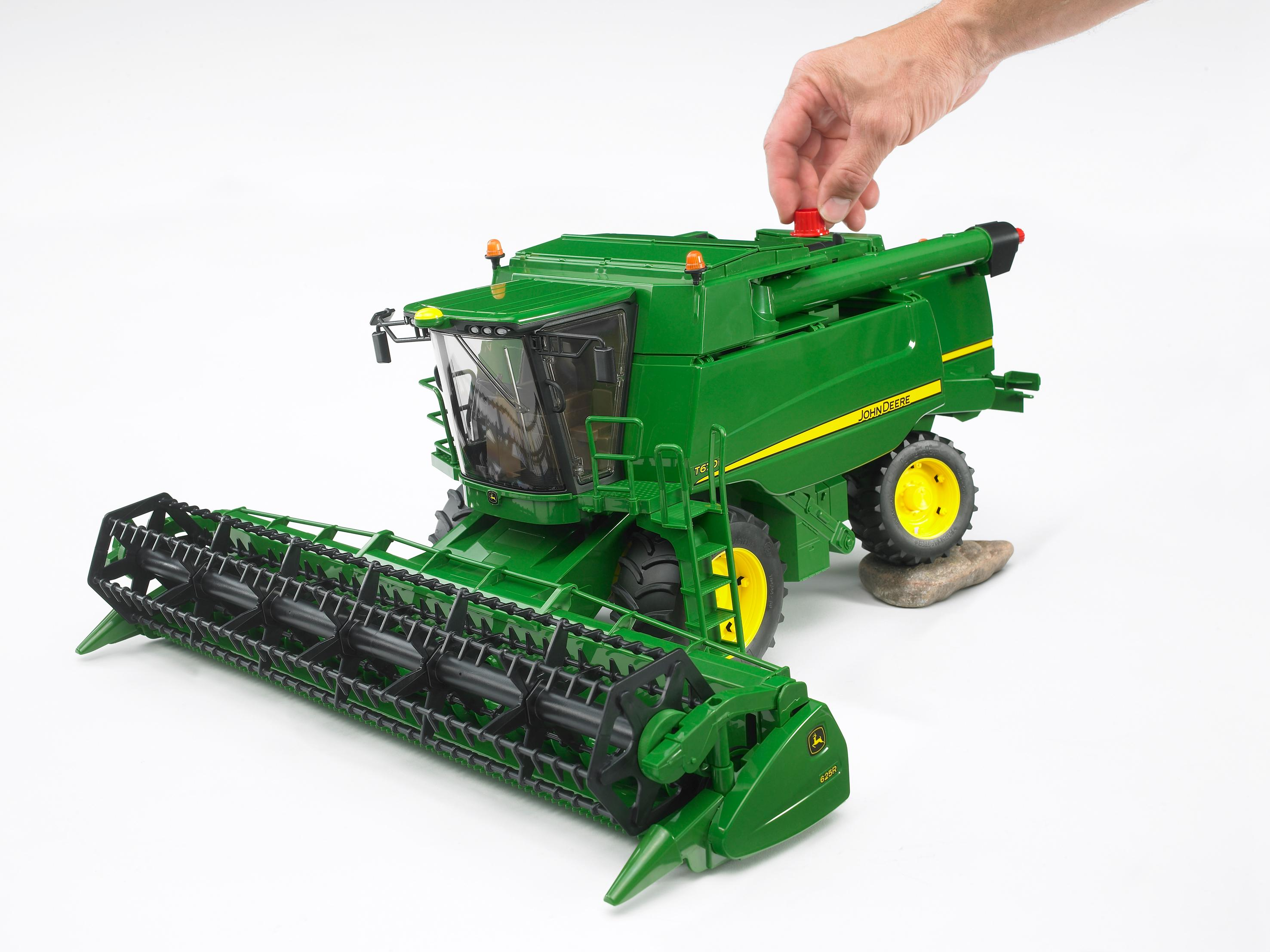 John Deere Combine >> Amazon Com Bruder John Deere T670i Combine Harvester Toys Games
