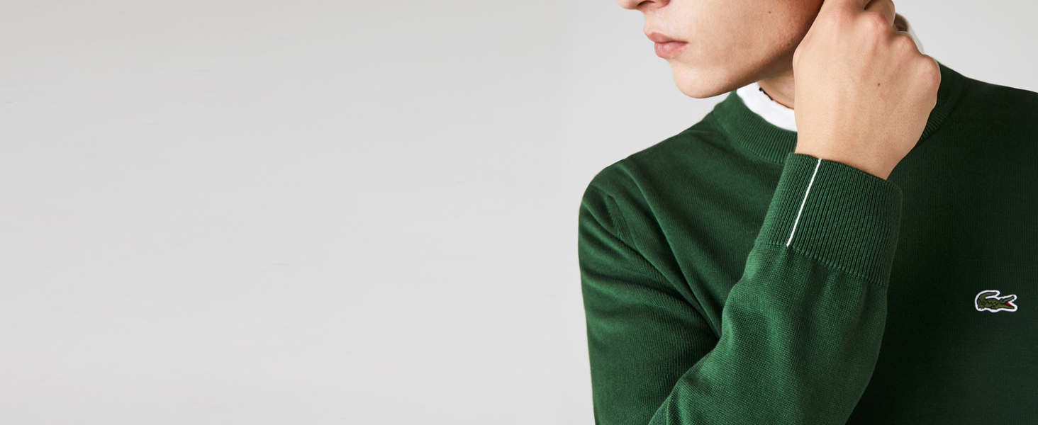 Green knit detail with lapel collar lined in white cotton