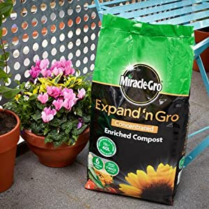 Miracle-Gro Expand 'n Gro - easy to carry, lightweight bags