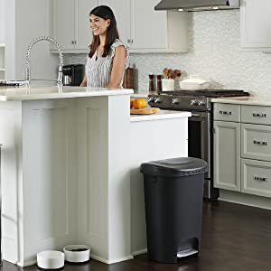 rubbermaid trash can 13 gallon step on easy to clean