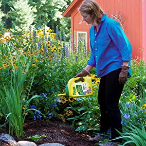 Preen garden weed preventer plus plant food 16 lb pail covers 2560 sq ft for How to use preen in vegetable garden