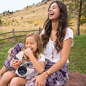 mom and girl eating berries from klean kanteen can