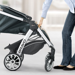 chicco stroller baby infant toddler mom dad family safety smart fold rotating wheels