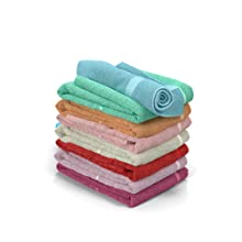 doblar, guardar, ropa, toallas, ordenación, cómoda blanca, cómoda roble