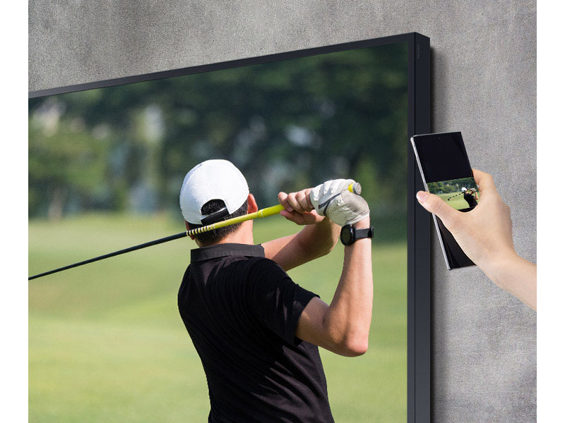 Golf match being mirrored from phone to TV