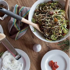how to make zoodles with paderno spiralizer