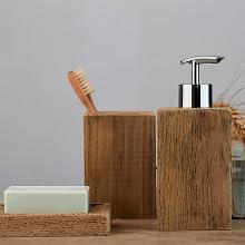 Originele badkamerserie in unieke houtlook - de accessoires Marla van polyhars