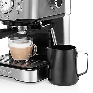 Zoom mousseur à lait de la machine à espressos Princess 249412 sur fond blanc