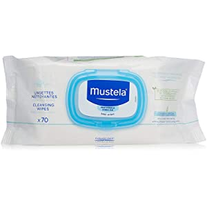 Soft and durable diaper wipes gently and effectively clean your baby's skin in one single step.