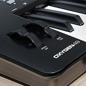 M-Audio Oxygen 49 IV - Teclado controlador MIDI USB con 49 teclas y pads sensibles a la intensidad, sistema DirectLink de asignación automática, VIP ...