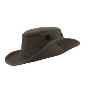 de2ab94b801 Amazon.com  Tilley Endurables LTM6 Airflo Hat  Sports   Outdoors
