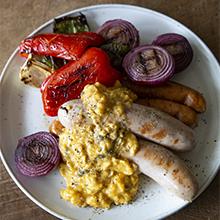 焼きソーセージと焼き野菜のとろとろ卵のせ