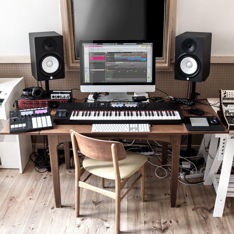 native instruments komplete kontrol s49 mk2 keyboard 49 key musical instruments. Black Bedroom Furniture Sets. Home Design Ideas