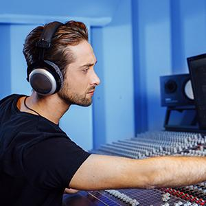 headphones, best headphones, headphones and headsets, beyerdynamic, dt 770, studio headphones