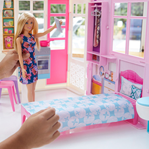 Amazon Com Barbie Doll And Dollhouse Portable 1 Story Playset With Pool Toys Games