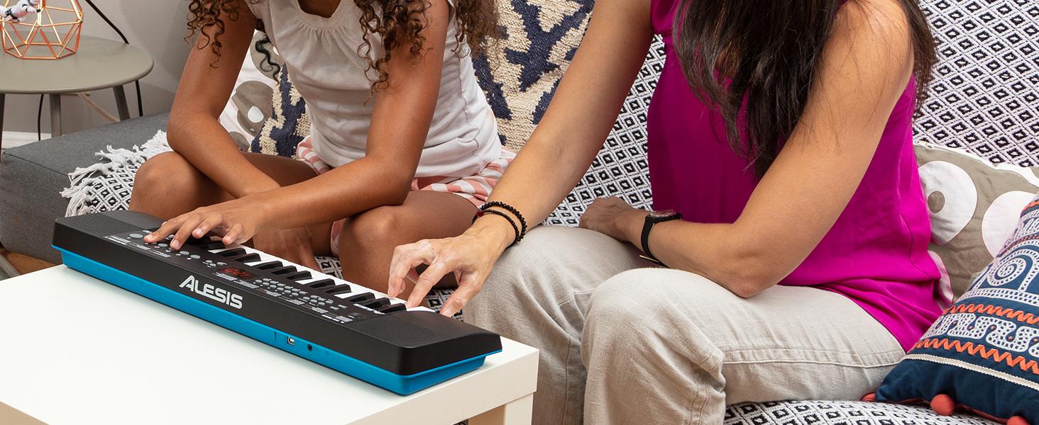 Alesis Melody 32 – Teclado electrónico, mini piano digital portátil de 32 teclas con altavoces integrados, 300 sonidos incorporados, 40 demos, ...