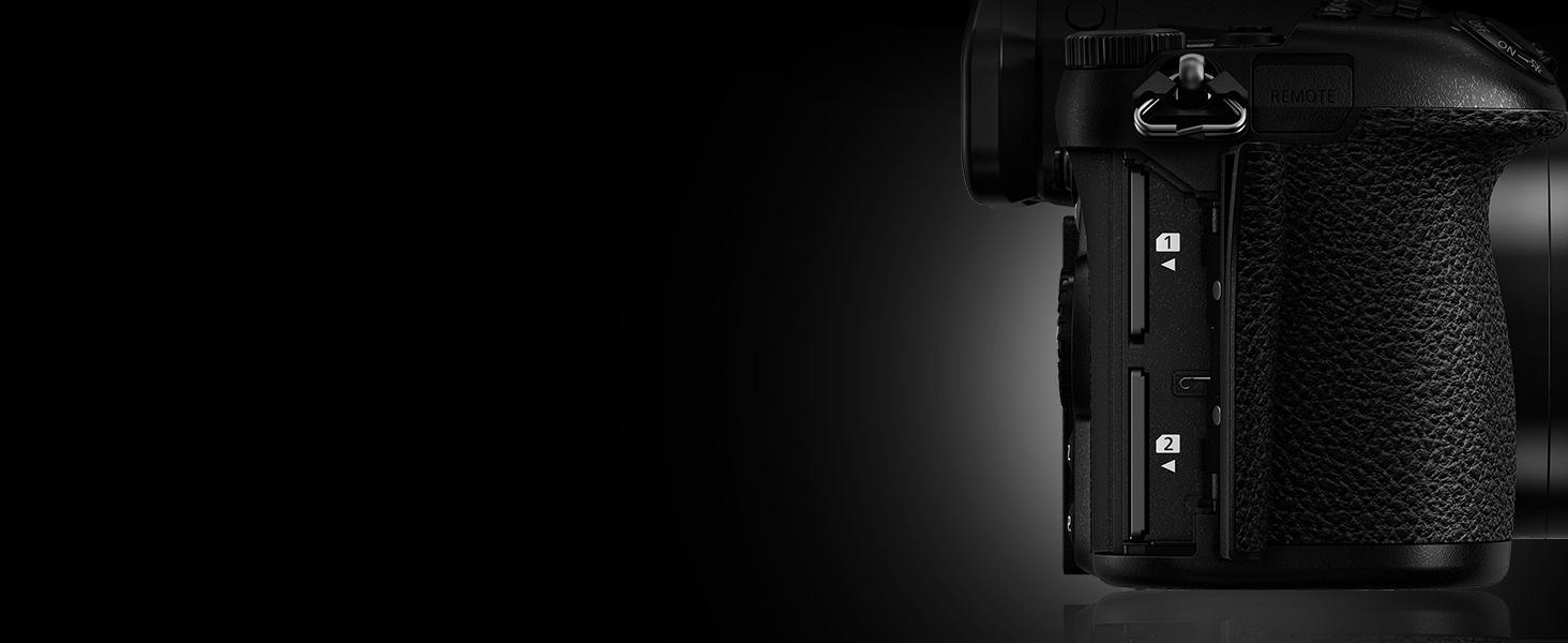 LUMIX G9 - Professional Dual SD Card Slots