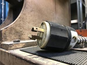 plug black and white leviton