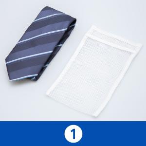 ネクタイを4つ折りにする