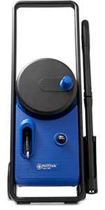 Nilfisk Core 140 con control de potencia en la mano