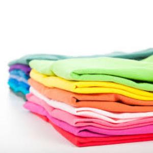 Lee atentamente las etiquetas de lavado de las prendas antes de meterlas en la lavadora para asegurarte de cómo deben lavarse ...