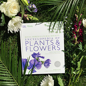 RHS Encyclopedia Of Plants and Flowers: Amazon.co.uk ...