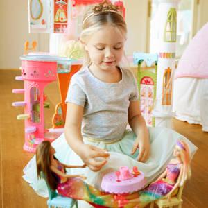 Mattel Barbie DYX32 Bonbon-Königreich Schloss: Amazon.de
