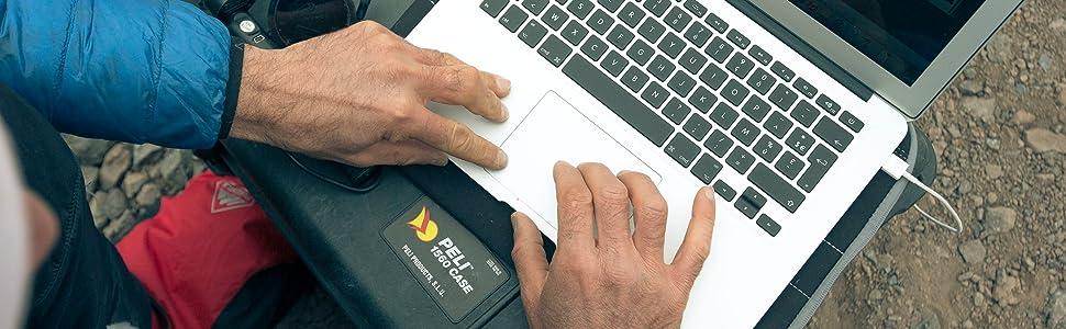 /étanche /à leau et /à la poussi/ère IP67 fabriqu/ée en Allemagne PELI 1560 valise antichoc pour /équipement fragile avec roues et poign/ée t/élescopique capacit/é de44L jaune sans mousse