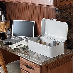 Amazon Com Polder Kth 916201 Retro Bread Box Bin White