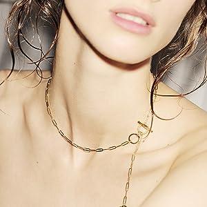 Halskette am Model