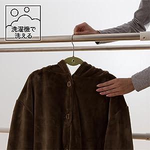 乾きやすく、ネットに着る毛布を入れて洗濯機で(手洗いモード)洗えます。