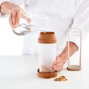Lekue Nut Milk Maker - step 1