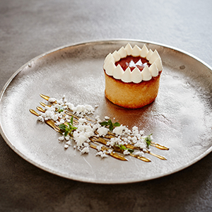 Japanese Patisserie: Exploring the beautiful & delicious fusion of East meets West by James Campbell