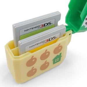 アタッチメントをはずして、Nintendo 3DS ゲームカードを2枚収納!