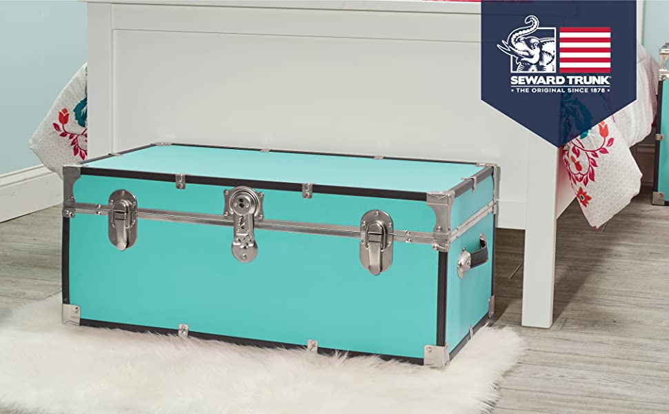 30 Inch Classic Footlocker Trunk with Lock End Table Toy Chest Dorm Room Storage