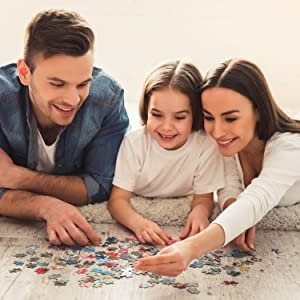 Family solving jigsaw puzzle, benefits of doing a jigsaw puzzle, puzzle activity