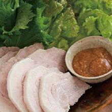 ゆで豚、生野菜とみそダレ