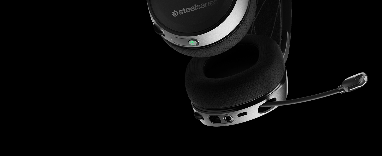 - Arctis 7 on-ear controls and microphone