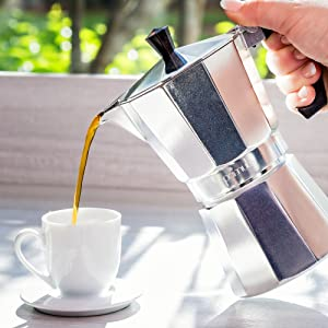 Pouring a cup of espreso