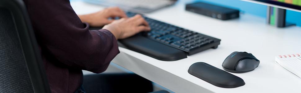 Kensington ErgoSoft Wrist Rest for Standard Keyboards, Black