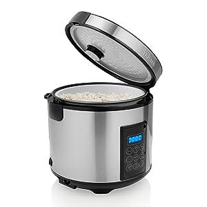 Cuiseur à riz Tristar RK-6138 ouvert avec riz sur fond blanc