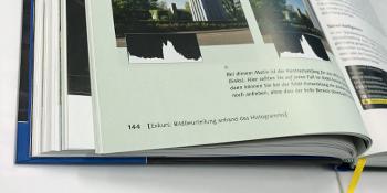 Kamera-Hand-Buch Innenseite offen Blick ins Buch