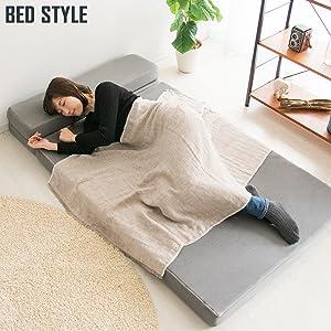 お昼寝に枕付きベッドスタイル