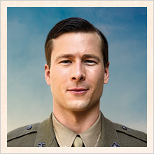 Mark Reynolds (Glen Powell)