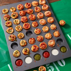 Wilton, Perfect results, Mega pan, Pizza puffs, Non-stick pans
