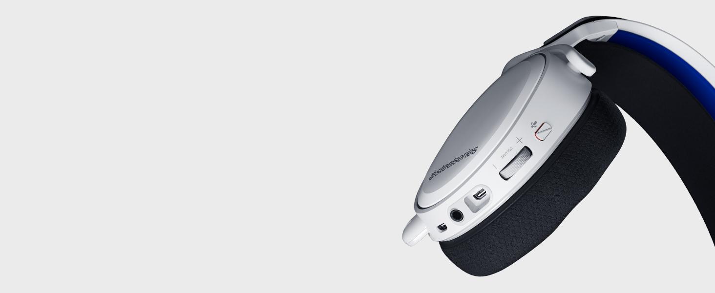-Arctis 7P Wireless headset on-ear controls